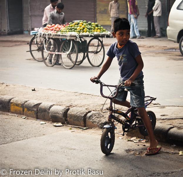 Crossing Delhi roads.. No child's play!!