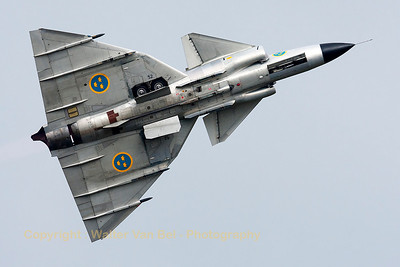 "Hard banking by this Swedish AJS-37 Viggen (52-7, ""SE-DXN"", cn37098), immediately after its spectacular take-off at Volkel Air Base (Luchtmachtdagen 2013)."