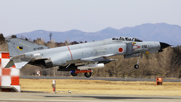 JASDF F-4EJ-KAI (67-8390; cnM090) from 301 Hikotai (Frogs), on take-off from Hyakuri's RWY03R. The Phantom is carrying an AGST-36 Aerial Gunnery Target System (RMK-35/A37U-36) under its starboard wing.