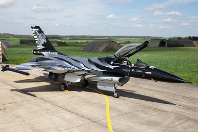 F-16AM (FA-101; cn6H-101), proudly showing the new colours of the Belgian Air Force Solo Display Team. Today, the new demo-jet was presented to the press and some lucky aviation enthousiasts! Thanks to the Belgian Air Force and to Nicolas Deboeck for the invite!