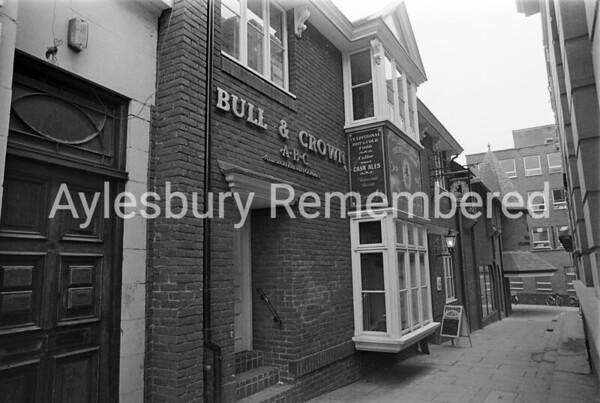 Bull & Crown, Market Square, Mar 1987