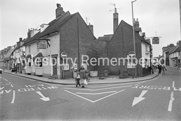Harrow and Barleycorn pubs, Aug 1980