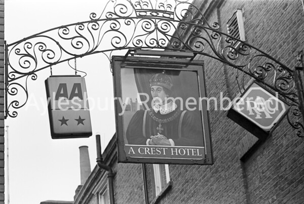 Kings Head sign, May 1978