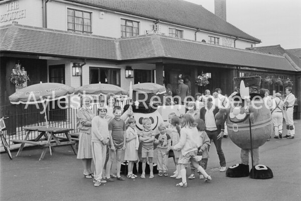 Opening of Beefeater Restaurant at the Plough, July 1985