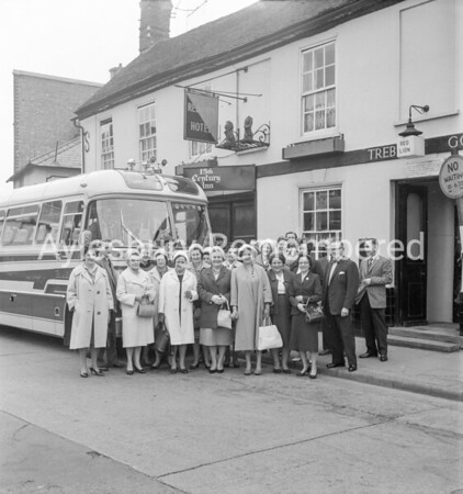 Licensed Victuallers outing by Red Lion, Kingsbury, May 1962