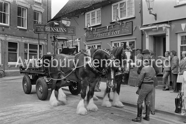 Benskins dray outside Lobster Pot pub in Kingsbury, June 1983