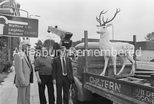 Removal of White Hart statue, July 1982