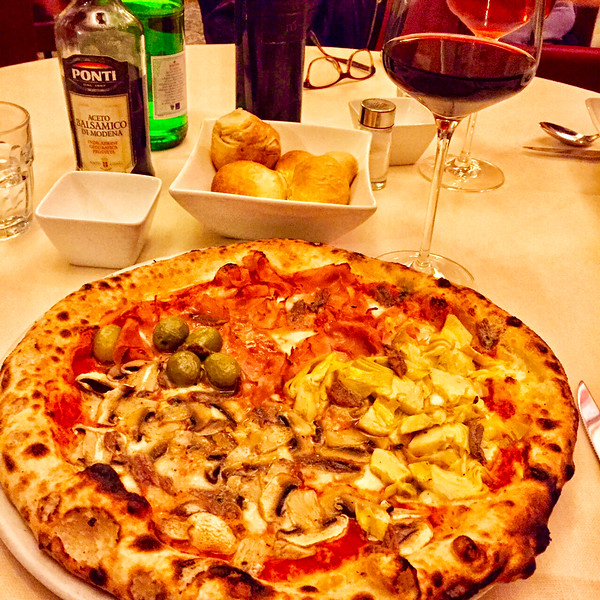 087-Pizza in Lecce-Olive,mushroom,artichke and prosciutto