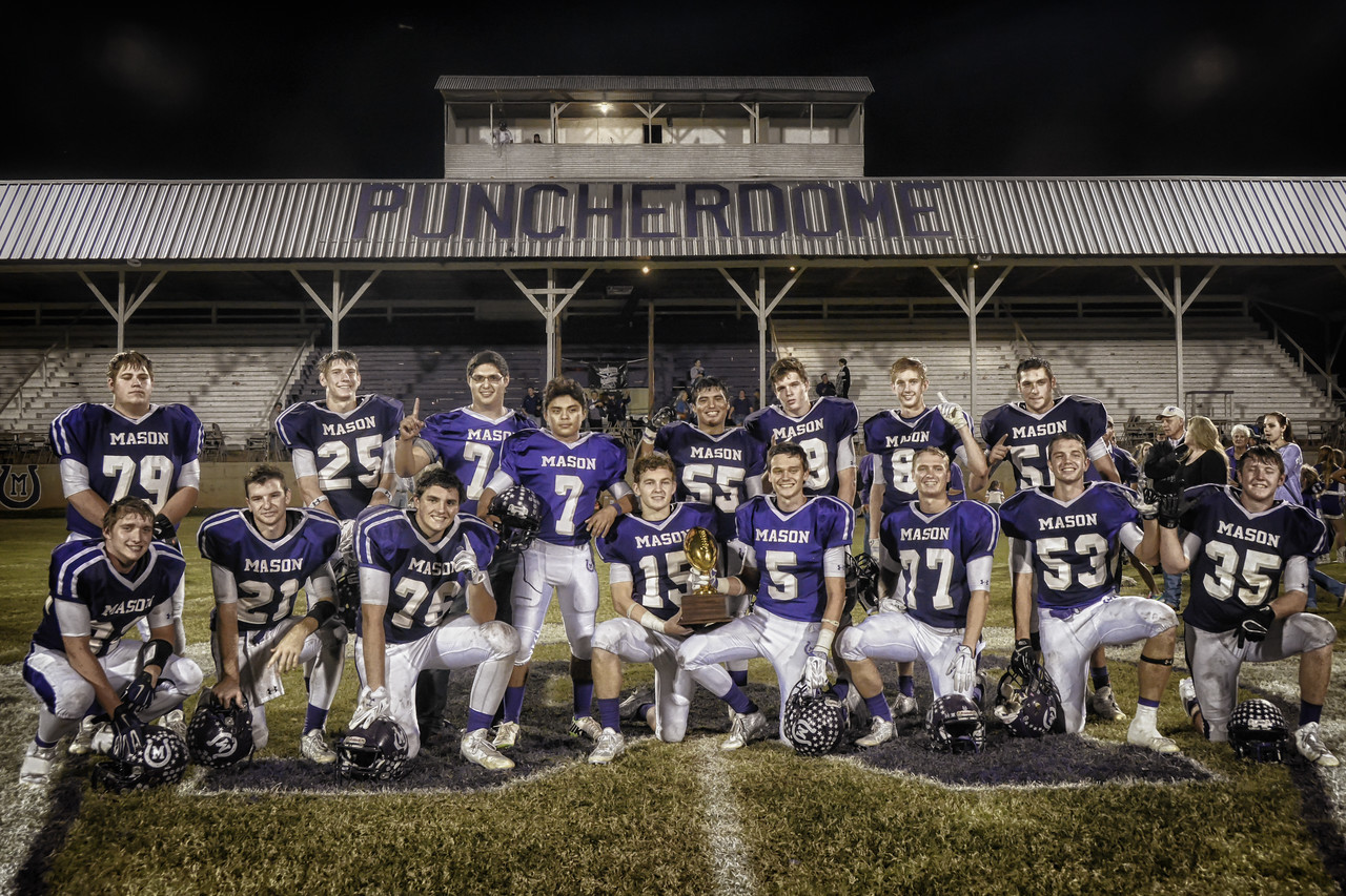 FB JC Senior Gold Football-11-289