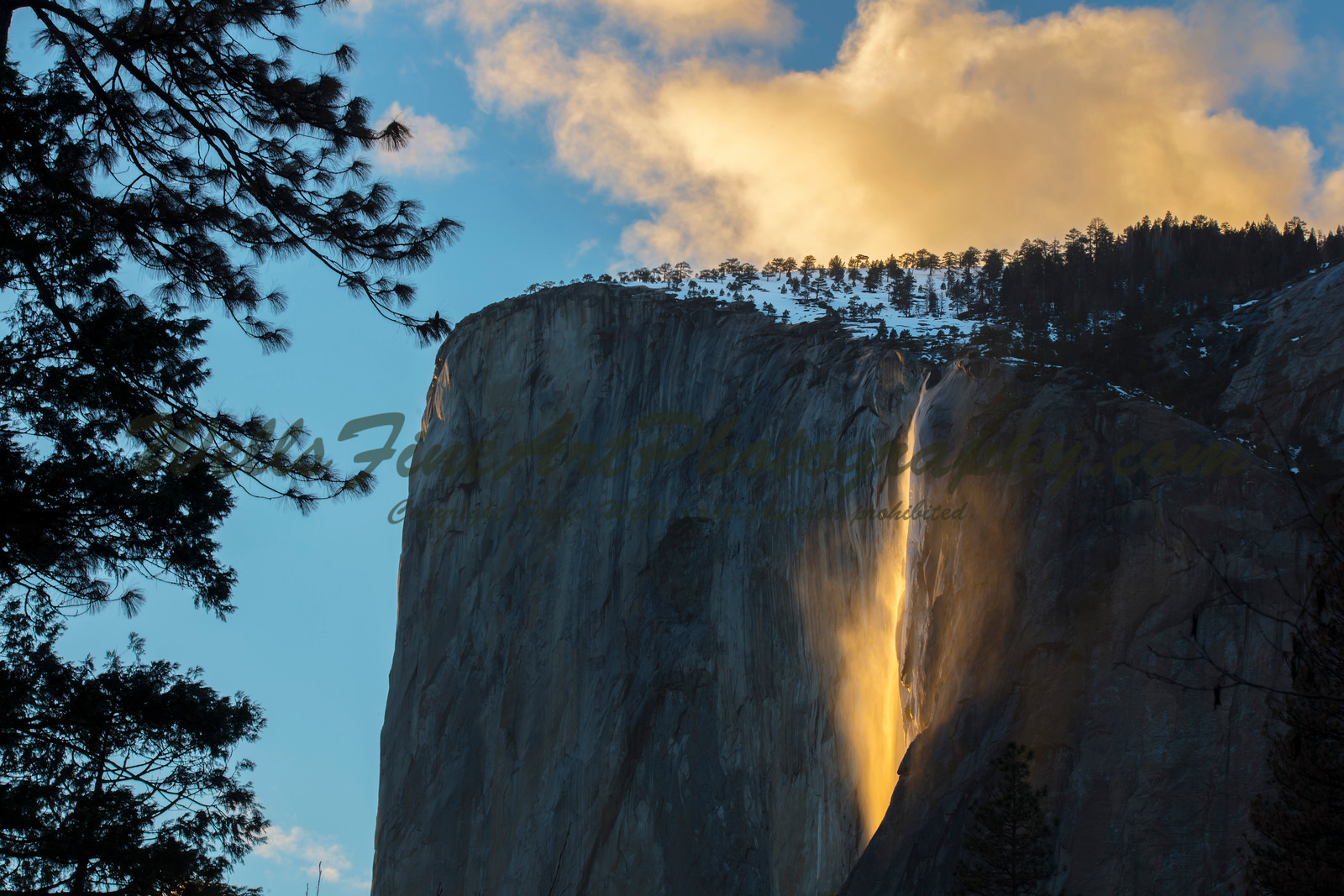 387A8174 Horsetail Falls mist and clouds best cropped
