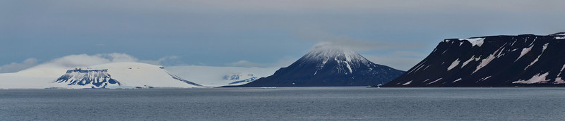 Berghaus Island (vulcano), Hall Island