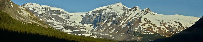Columbia Icefield from Sunwapta Pass, Jasper/Banff NP, Canada