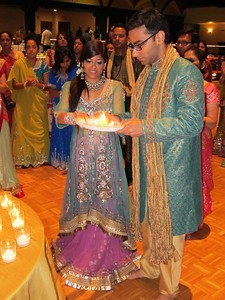 Purvi and Jay lead the aarti