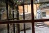 Réflexions solitaires d'un moine bouddhiste dans un petit temple de l'île sacrée de Putuo Shan. Province du Zhejiang/Chine