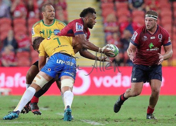 Samu Kerevi <br />  off loading the ball
