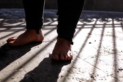 2021 оны гуравдугаар сарын 15. Иргэн А.Цэрэнпил 2 хүүгийнхээ 20 жил, 17 жилийн хорих ялыг эсэргүүцэж төрийн ордныг хөл нүцгэн тойрч алхлаа. ГЭРЭЛ ЗУРГИЙГ Г.ӨНӨБОЛД/МРА