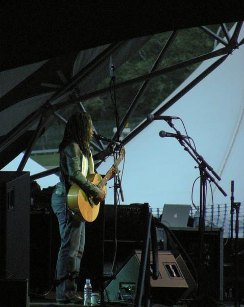 Tracy Chapman<br /> <br /> August 5, 2009<br /> Edmonton Folk Festival<br /> Gallagher Park<br /> Edmonton, Alberta