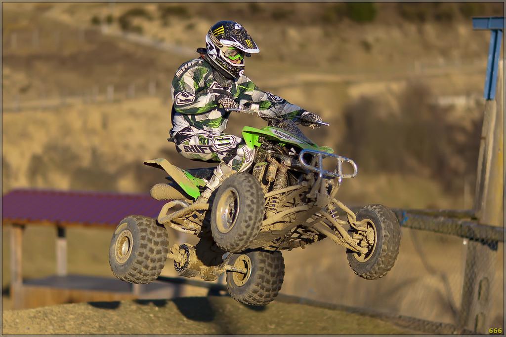 IMAGE: http://photos.corbi.eu/Quad/Genay-Racing-Team-2012/i-gBqBvxL/0/XL/_B0P1595%20copie-XL.jpg