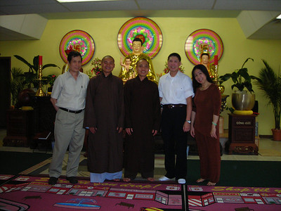 Quan Khach & Phat Tu Vieng Tham (Special Guests and Buddhists Visits)