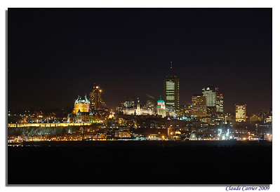 Ville de Québec de nuit photographiée de la rue Horatio-Walker à l'Île d'Orléans