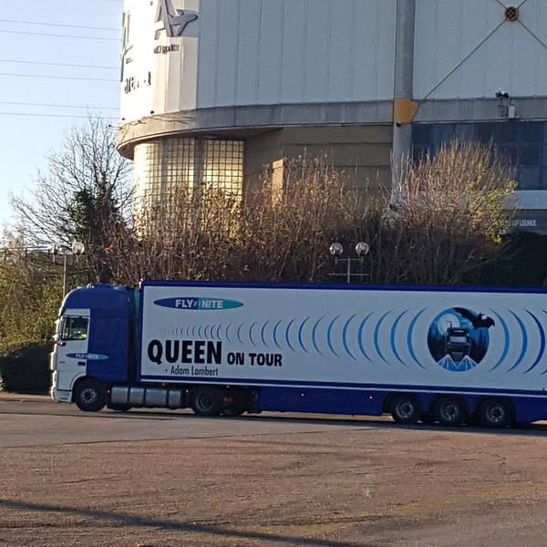 IamjustMissy @iamjustmissy  Good morning Sheffield! #sheffieldarena #AdamLambert #Queen 😁😁