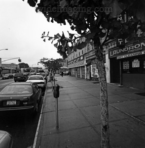 View looking West on Jamaica Avenue and 145th Street, October 2004. The Klingbeil Shoe Lab on the corner has been at this location since 1959 when it was in the shadow of an elevated subway (dismantled in 1977).