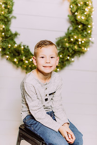00286-©ADHPhotography2019--Findley--ChristmasFarmhouseMini--December1