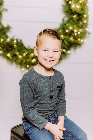 00256-©ADHPhotography2019--Findley--ChristmasFarmhouseMini--December1