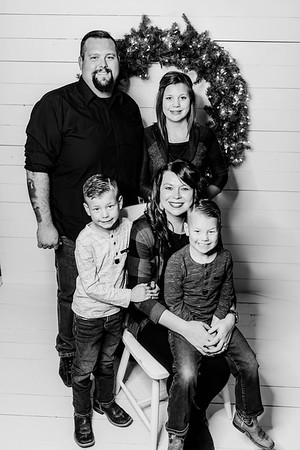 00003-©ADHPhotography2019--Findley--ChristmasFarmhouseMini--December1bw