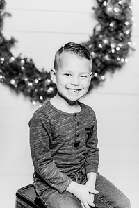 00256-©ADHPhotography2019--Findley--ChristmasFarmhouseMini--December1bw