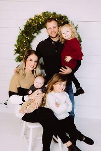 00019-©ADHPhotography2019--Johnson--ChristmasFarmhouseMini--Promo