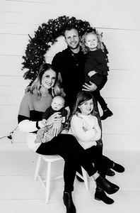 00006-©ADHPhotography2019--Johnson--ChristmasFarmhouseMini--Promo
