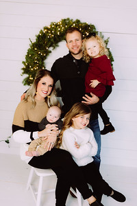 00017-©ADHPhotography2019--Johnson--ChristmasFarmhouseMini--Promo