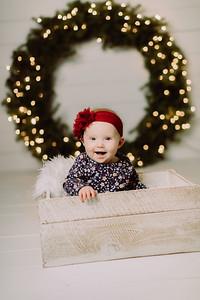 00111-©ADHPhotography2019--Powers--ChristmasMini--NOVEMBER5