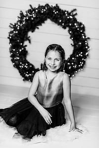 00002-©ADHPhotography2019--Webb--ChristmasFarmhouseMini--December10bw