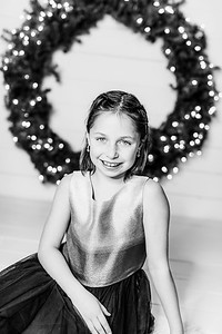 00008-©ADHPhotography2019--Webb--ChristmasFarmhouseMini--December10bw