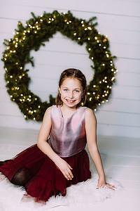 00003-©ADHPhotography2019--Webb--ChristmasFarmhouseMini--December10