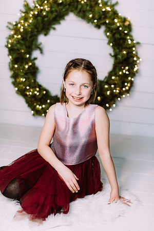 00011-©ADHPhotography2019--Webb--ChristmasFarmhouseMini--December10
