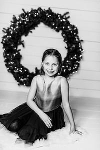 00003-©ADHPhotography2019--Webb--ChristmasFarmhouseMini--December10bw