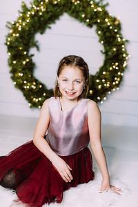 00009-©ADHPhotography2019--Webb--ChristmasFarmhouseMini--December10