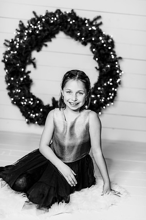 00004-©ADHPhotography2019--Webb--ChristmasFarmhouseMini--December10bw