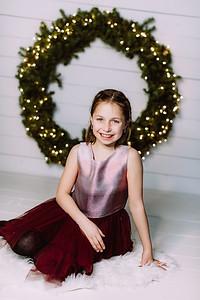 00002-©ADHPhotography2019--Webb--ChristmasFarmhouseMini--December10