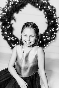 00006-©ADHPhotography2019--Webb--ChristmasFarmhouseMini--December10bw