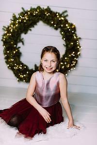 00004-©ADHPhotography2019--Webb--ChristmasFarmhouseMini--December10