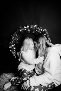 00007-©ADHPhotography2019--CrystalWest--ChristmasMini--November12--bw