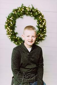 00002-©ADHPhotography2019--Wisnieski--ChristmasFarmhouseMini--December6
