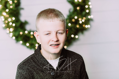 00011-©ADHPhotography2019--Wisnieski--ChristmasFarmhouseMini--December6