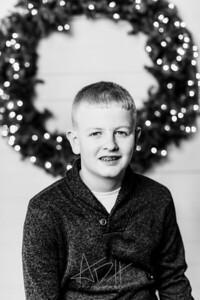 00006-©ADHPhotography2019--Wisnieski--ChristmasFarmhouseMini--December6bw