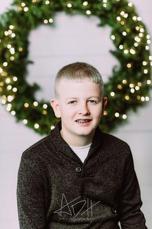 00006-©ADHPhotography2019--Wisnieski--ChristmasFarmhouseMini--December6