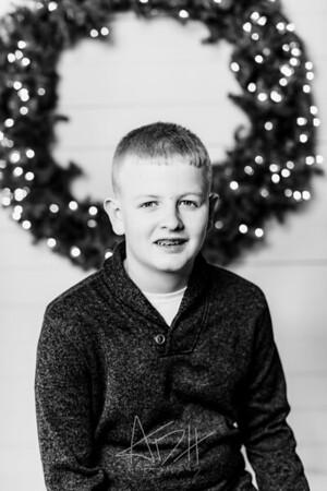 00007-©ADHPhotography2019--Wisnieski--ChristmasFarmhouseMini--December6bw